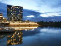 hyatt_hbm_regency_dusse_02_DUSSE_P164_Exterior_night_49676.medium-300x228.jpg